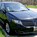 Front view of parked Lincoln town car from Echo Limousine in Chicago, IL