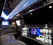 Alternate view of Lincoln stretch limo interior from Echo Limousine in Chicago, IL