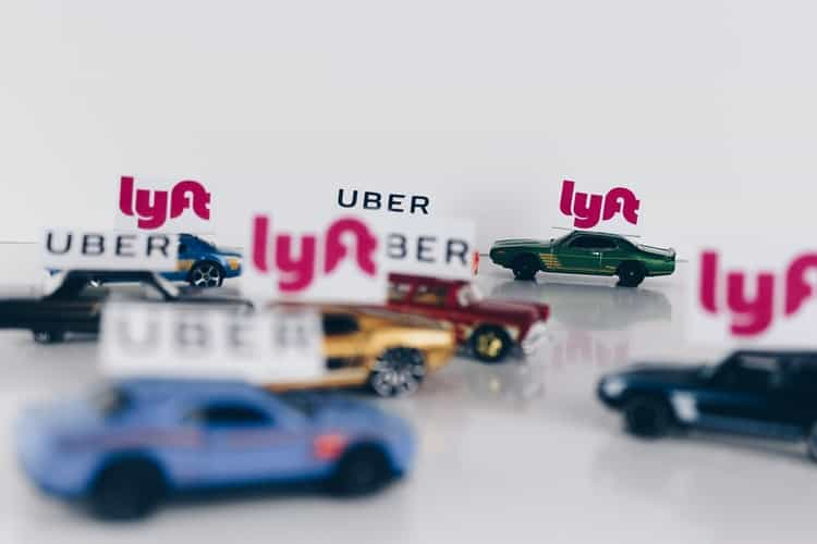 Benefits of Chicago Limo Service Over Uber Lyft - Echo Limousine