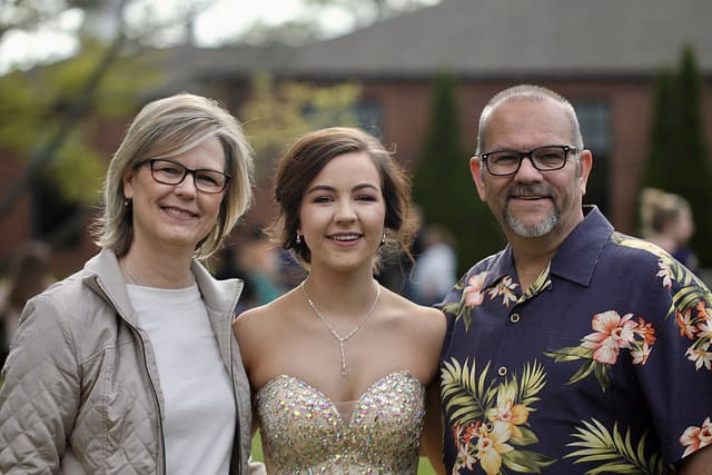 parents and daughter before prom